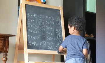 Είναι μόλις τριών χρονών και οι ικανότητές του στα μαθηματικά είναι μοναδικές (vid)