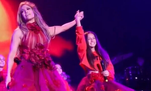 Jennifer Lopez: Ανέβασε στη σκηνή την κόρη της για να τραγουδήσουν μαζί και αποθεώθηκαν (pics+vid)