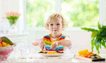 Διατροφή στην παιδική ηλικία: Οδηγίες για να μην αγχώνεστε με το φαγητό το παιδιού (vid)