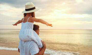 Γιορτή του Πατέρα: Πέντε τρόποι να κάνετε τον μπαμπά να νοιώσει ξεχωριστός (pics)