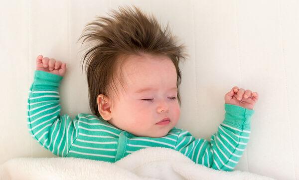 4 tips που θα κάνουν το μωρό σας να κοιμηθεί επιτόπου!  (vid)