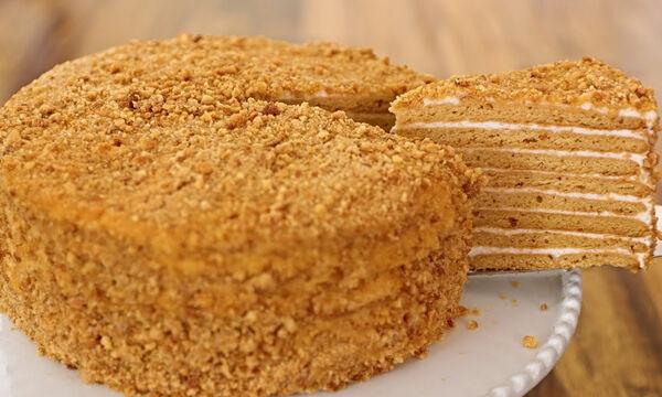 Κέικ με μέλι χωρίς μίξερ - Δεν έχετε δοκιμάσει νοστιμότερο (vid)