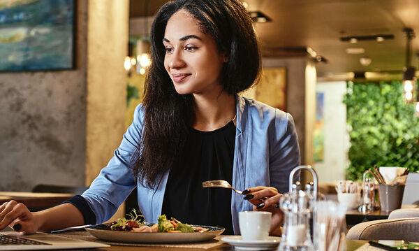 Πώς θα επανέλθουμε στη διατροφική μας ρουτίνα μετά από ένα μεγάλο γεύμα;