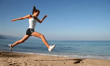 Τρέξιμο στην παραλία: 5 σημεία που πρέπει να προσέχετε (εικόνες)