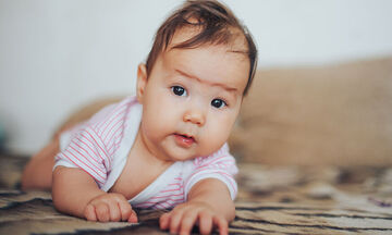 7 κατορθώματα του μωρού σας που θα σας γεμίσουν περηφάνια και δεν σας τα έχει πει κανείς